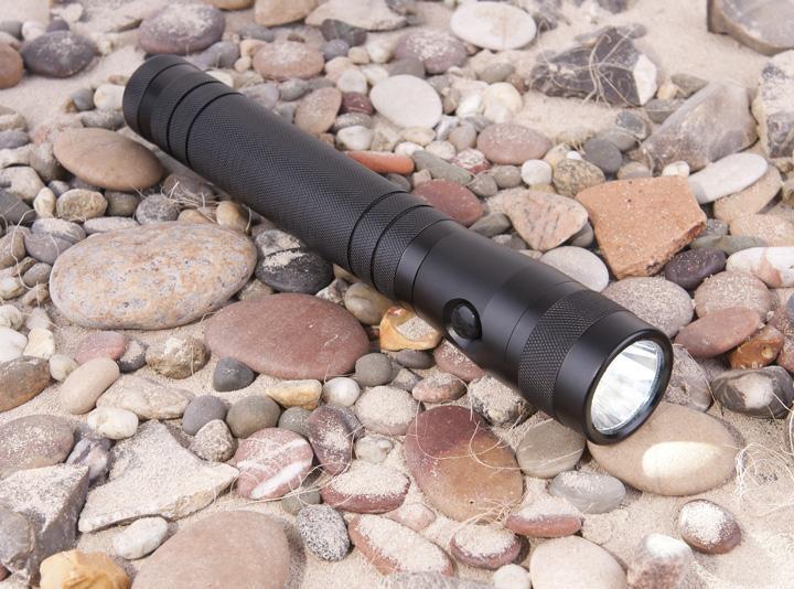 Ручной светодиодный фонарь Elektrostandard Discoverer 7 от батареек 290х46 300 лм 4690389034299 ручной светодиодный фонарь uniel 03248 от батареек 30 лм s ld014 c silver